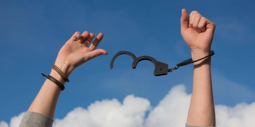 freedom remove handcuffs